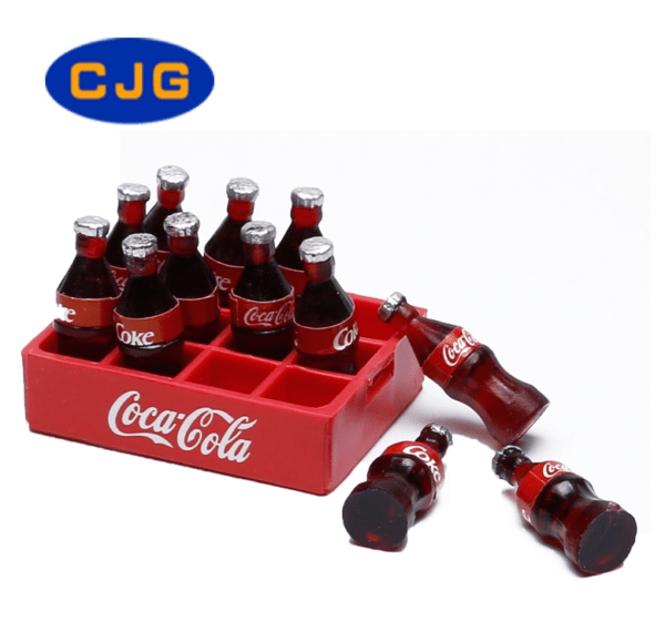 Mini caja de Coca Cola con botellas de plástico