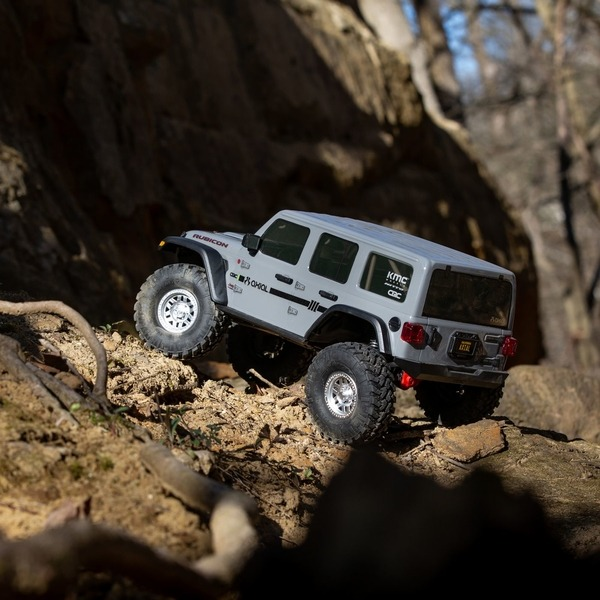 rc crawler jeep gris en acción